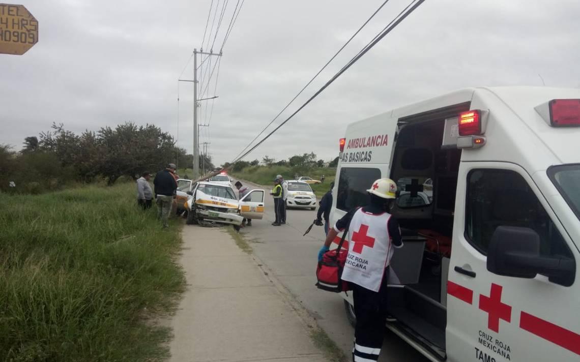Le falla el taxi y arranca un poste de Altamira - El Sol de Tampico