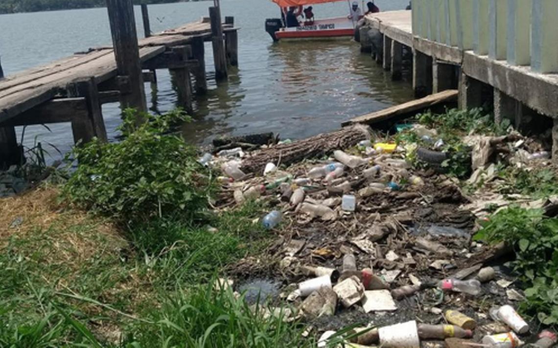 Toneladas de pet contaminan r os lagos y lagunas el sol for Plastico para impermeabilizar lagunas