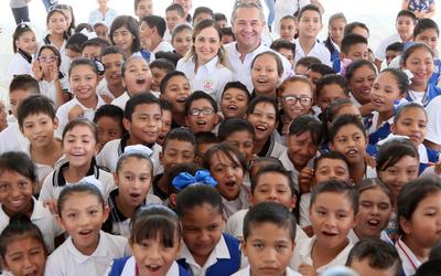 Cumple Adrián Oseguera con el sector educativo - El Sol de